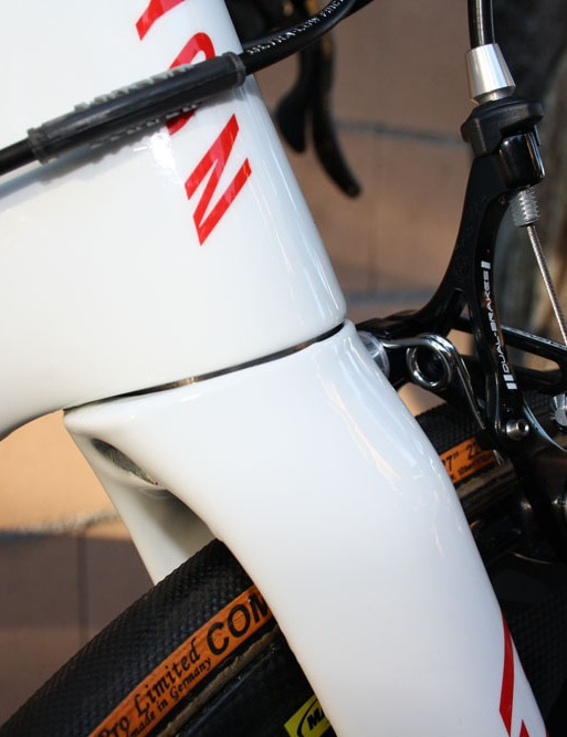 The fork crown blends neatly into the rest of the frame structure.