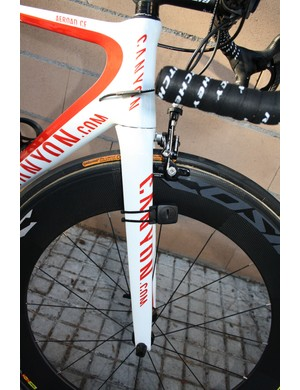 The Canyon Aeroblade SL fork features interchangeable 'chips' in the dropouts that allow for tunable trail and handling characteristics.  Philippe Gilbert (Omega-Pharma Lotto) looks to have chosen the more stable-handling option here.