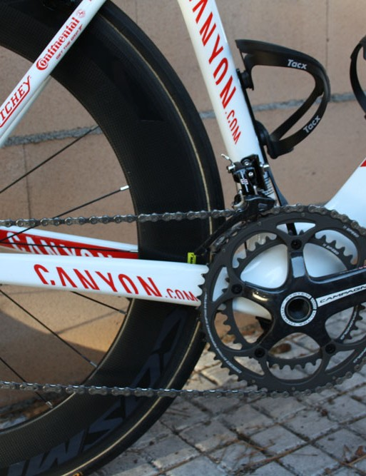 While Canyon has gone to great efforts to reduce the Aeroad's frontal area, the chain stays are still massive for good power transmission.