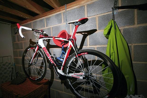 Cycloc bike storage device