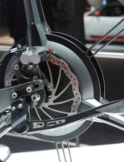 Horizontal dropouts to tension the belt, disc brakes and a stylized alloy kickstand finish the concept bike