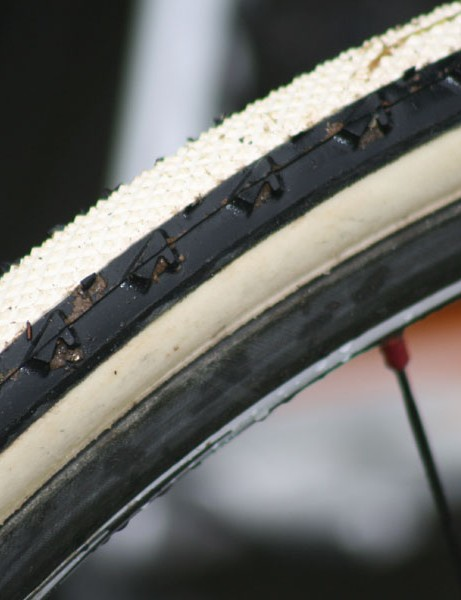 The 3mm tall side knobs are said to give the tire good range from dry to wet conditions