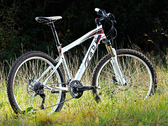 The Q720 is a reasonably competent trail hardtail that isn't just another big brand offering