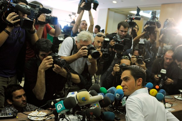 Alberto Contador surrounded by media