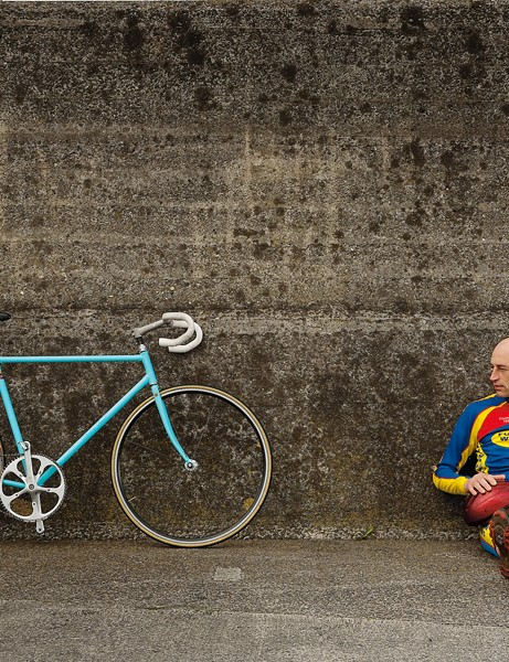 Obree next to a special bike he built for an aborted attempt at the world hour record