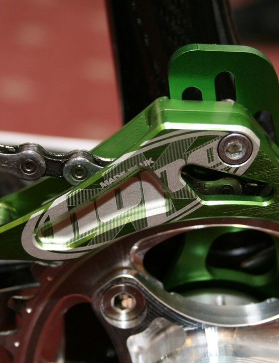 Hope prototype cranks with chain guard