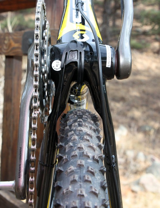 Various kinks and indentations are built into the chain stay shape to lend more clearance for the tire and chainrings