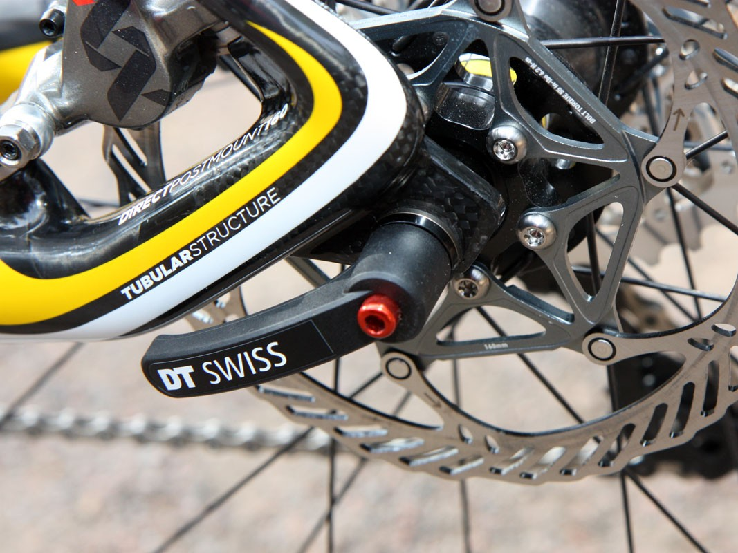 Additional handling precision comes courtesy of the 10mm thru-bolt DT Swiss RWS skewer