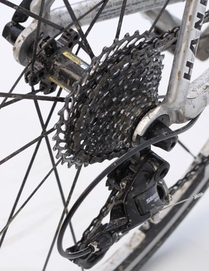 The 11-32t cassette of the WiFLi version turns a road bike into a mountain goat