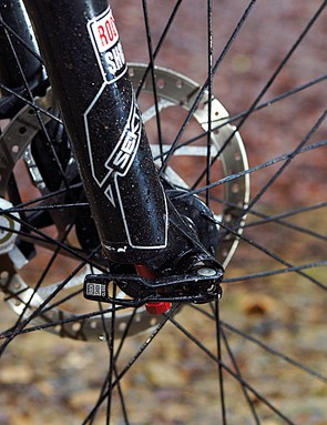 Full marks to Saracen's designers for going the extra mile and speccing a Maxle-equipped fork for better steering
