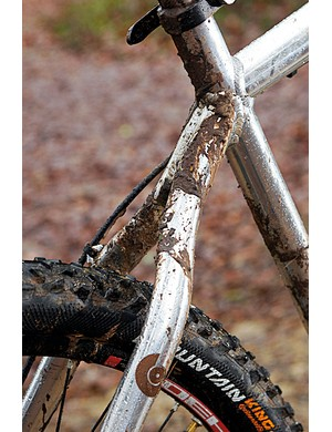 The unique twin tube wishbone seatstays look good and provide massive mud clearance for year-round riding