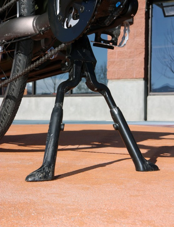 The two-legged kickstand is a nice idea, especially with its adjustable-length legs, but it's still placed way too far ahead of the load to be effective