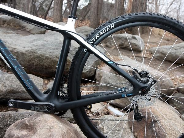 Trek opts for fairly oversized chain- and seat stays on the revised Superfly and while it makes for a snappy rear end, it also doesn't deliver as much comfort as we'd hoped