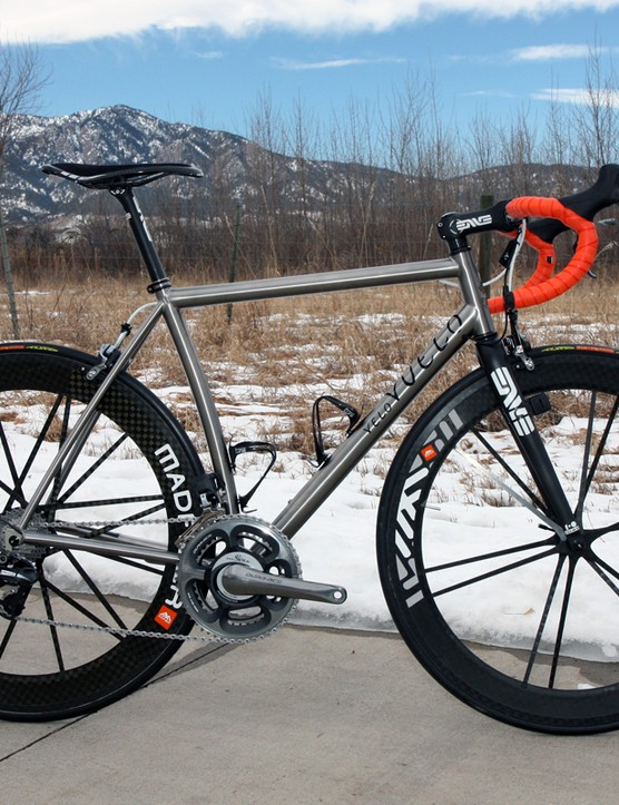 Vuelo Velo's 8 was built at Black Sheep's Colorado faciilty and features a subtle curved-tube design