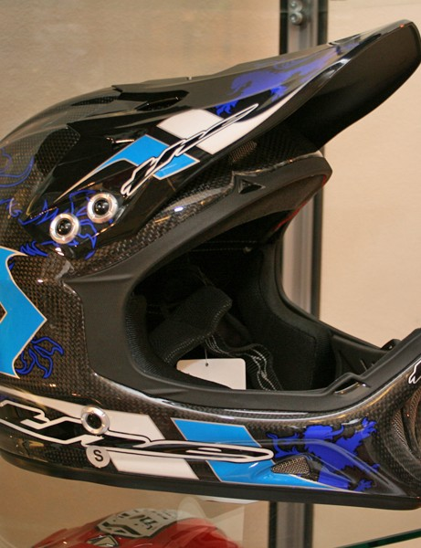 THE T2 Carbon Rampant helmet