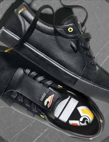 Cinelli's Luster urban shoe comes in this version inspired by their Pro Best Of Italo 79 bike...