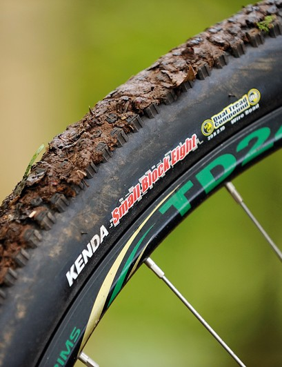 The shallow tread on the Kenda tyres can soon become blocked when the ride surface turns sticky