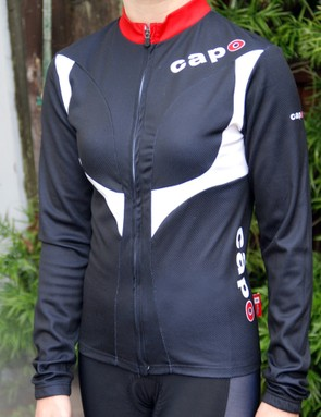 Capo's Cortina long sleeve jersey offers an excellent cut, high-quality fabrics and construction and a wide comfort range
