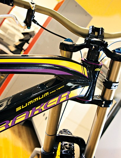 Fabien uses a lot of headset spacers in order to achieve the correct stack height on his bike