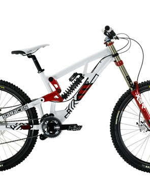 The complete Myst bikes costs just £2,300 – amazingly cheap for a race-ready downhill bike, although the equipment spec inevitably suffers in comparison with the team issue bikes