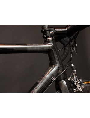 The glossy marbled finish hides the tapered steerer tube inside.