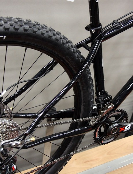S-bend stays on the smallest two Cielo hardtail sizes provide more heel clearance