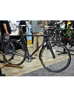 Calfee offers the new Adventurer model in both rim or disc brake variants.  Claimed frame weight is just 1,000g and Calfee says up to a 35mm tire will fit along with fenders and racks.