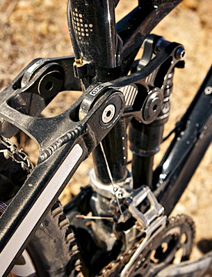 The adjustable linkage allows you to alter the head angle and bottom bracket height