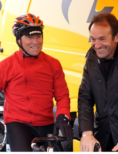 Bernard Hinault and Gilbert Duclos-Lassalle in pre-ride discussion