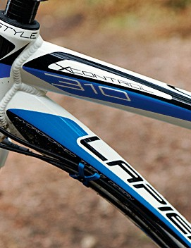 The swoopy hydroformed tubeset manages to be distinctively Lapierre