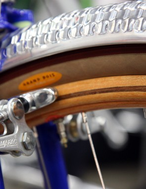 The custom beech and mahogany rims mark the first time Ghisallo have made wooden rims with an inlay