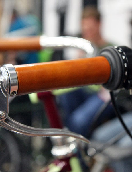 The standard Rohloff shifter has been modified with a full-length leather grip