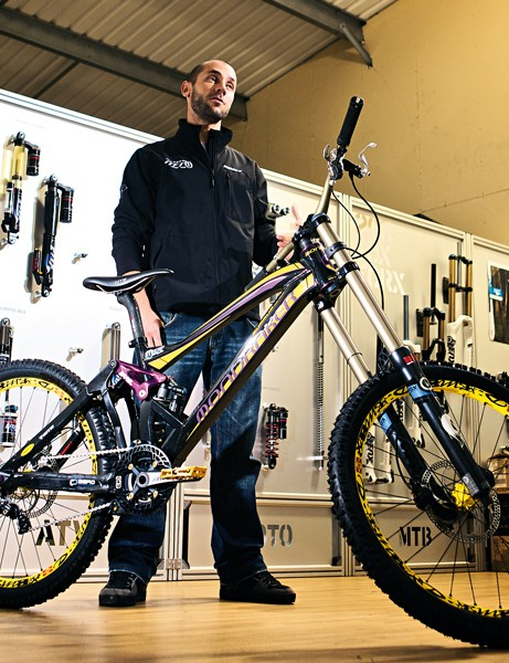 Fabien Barel is one of the world's fastest downhill racers, and also one of the most methodical, innovative and technically aware. This knowledge has helped shape the Summum