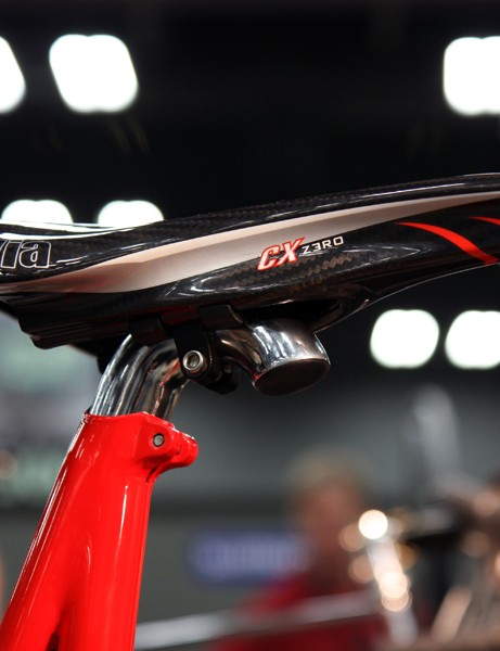 A small chrome accent at the top of the seat tube lends a nice visual transition to the polished seatpost