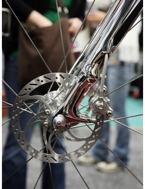 The post mount tabs are gorgeously integrated into the rest of the structure on Krencker's modified carbon fiber fork
