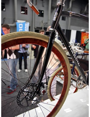 The front brake line is neatly run through the fork blade on Naked's Baby Ganoush