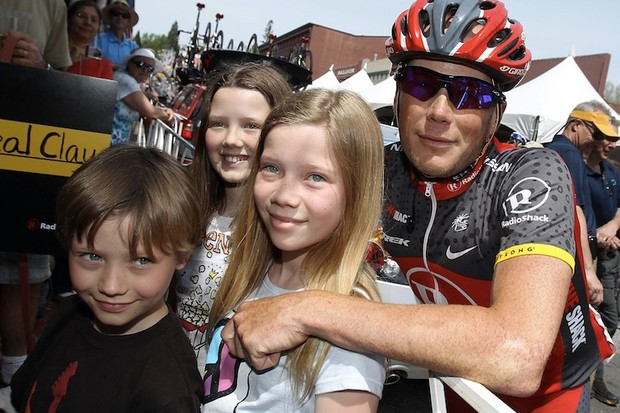 Chris Horner with his children Garrett, Aarika, and Kali prior to Stage One of the 2010 Tour of California