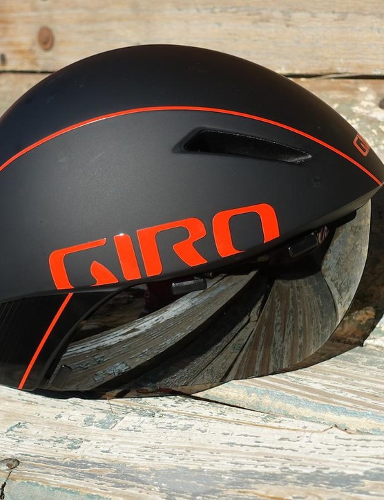 With its integrated visor, MIPS technology and impressive ventilation, the Giro Aerohead MIPS is a fantastic time trial helmet