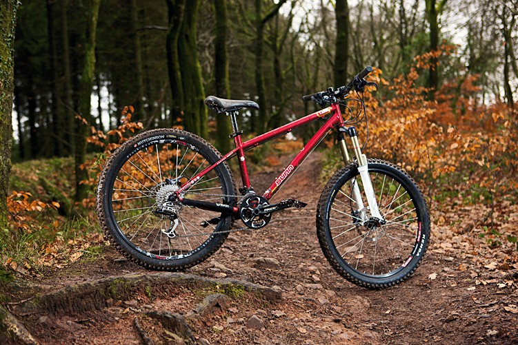 The compact frame and tough build make  this a great all-mountain razzer