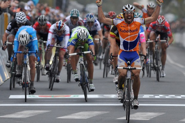 Oscar Freire wins the 2010 Milan-San Remo