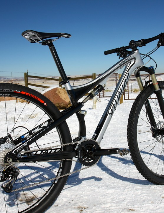 To keep costs down, the Epic Comp Carbon 29 uses a carbon fiber front triangle but an aluminum rear end