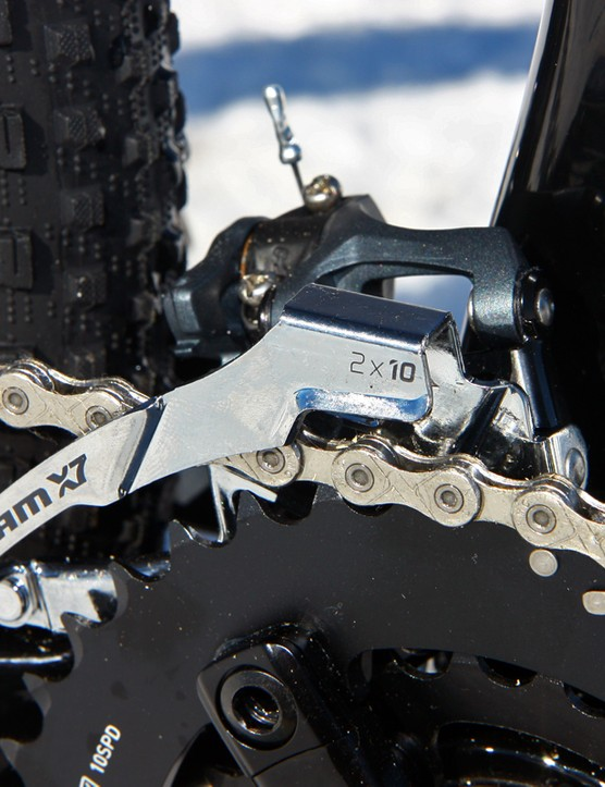The direct-mount front derailleur moves up and down with the swingarm to better track the chain