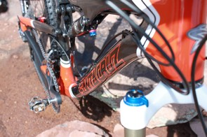 The down tube stems from the 1.5in tapered head tube and terminates in a large bottom bracket assembly, which gives the bike rock solid pedaling and steering characteristics
