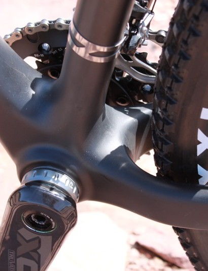 Santa Cruz decided to stick with a standard threaded bottom bracket shell for the Highball. They have, however, fitted SRAM's 156mm Q-factor XX crank