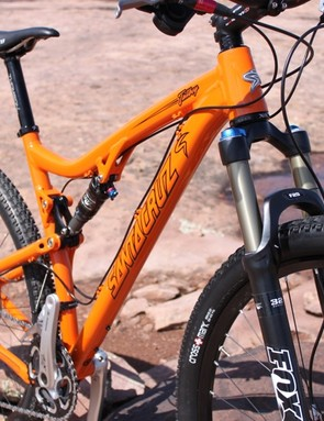 Santa Cruz equipped the Tallboy with a 120mm Fox Float 29 RLC fork for the launch