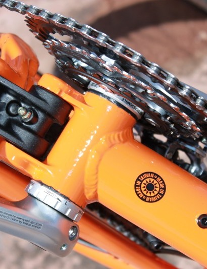 Tallboy also uses the offset lower link allowing for plenty of drivetrain clearance