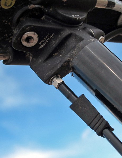 A little rubber strain relief helps prevent hose kinking at the seatpost head during use
