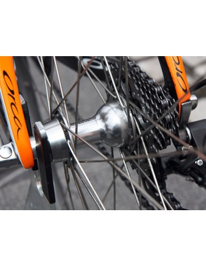 Euskaltel-Euskadi went the conservative route for its Ronde van Vlaanderen wheels, opting for Roubaix-style aluminum box-section rims laced to standard Shimano Dura-Ace hubs.