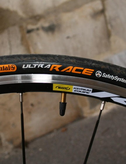 Continental Ultra Race clinchers are mounted on Mavic Ksyrium Equipe wheels