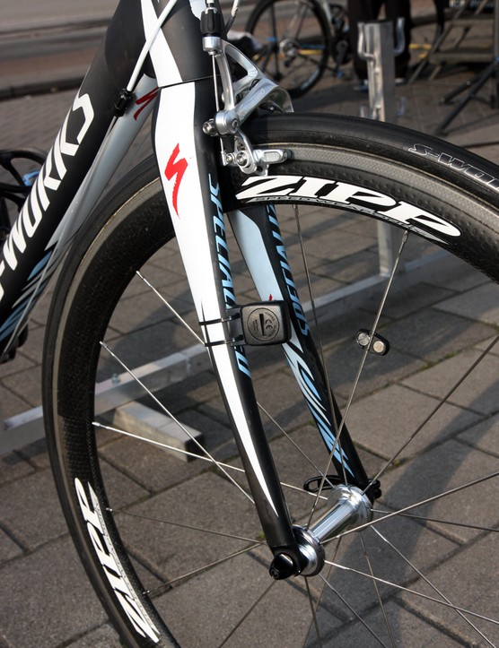 The carbon fork features a tapered steerer and alloy fork tips.